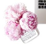 clavier d'ordinateur avec roses