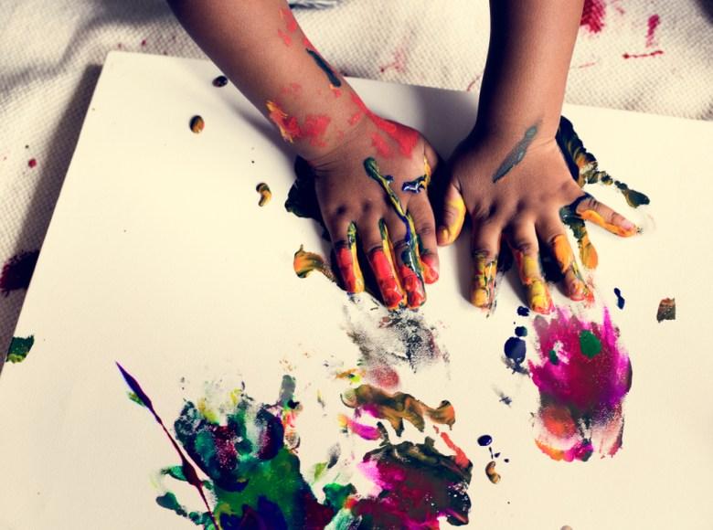zabawy sensoryczne - malowanie rękoma