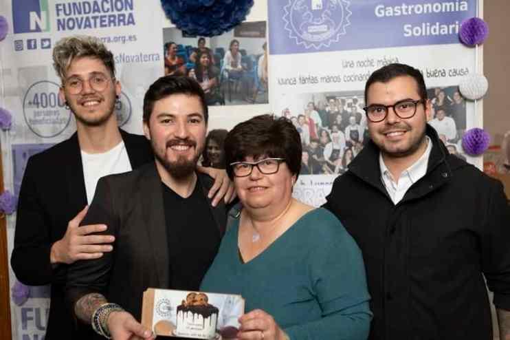 Gala-gastronomia-solidaria-novaterra-rifa-tarta-central-postres