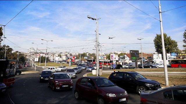 Incidenti na protestu taksista, napadali građane i reportere (VIDEO)