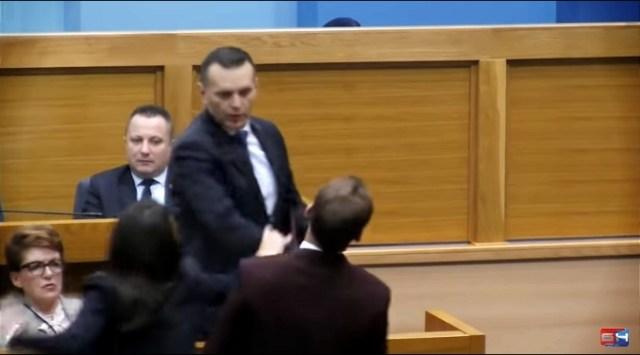 Ministar policije Lukač udario poslanika Stanivukovića i nazvao ga majmunom