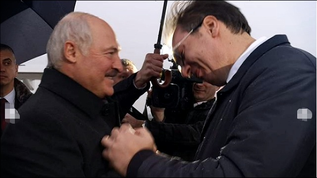 """Vučić dočekao Lukašenka: """"Dobrodošao veliki i iskreni prijatelju Srbije""""; Položeni venci na spomenike oslobodiocima"""