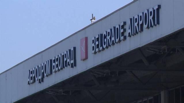 Aerodrom, zbog magle, poziva putnike da prate red letenja na sajtu
