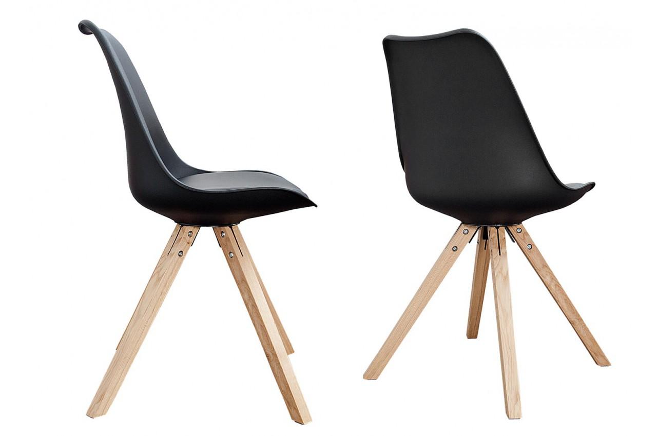 chaise noire et bois scandinave pas