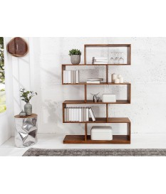 design en bois massif verni pour salon