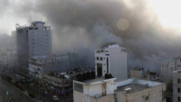 (ВО ИВО) ИСРАЕЛ ПРОТИВ ПАЛЕСТИН ВО КРВИОТ СОРЕМ: Израелски тенкови пукаат на појасот Газа, силен напад на аеродромот Бен Гурион (ФОТО / ВИДЕО)