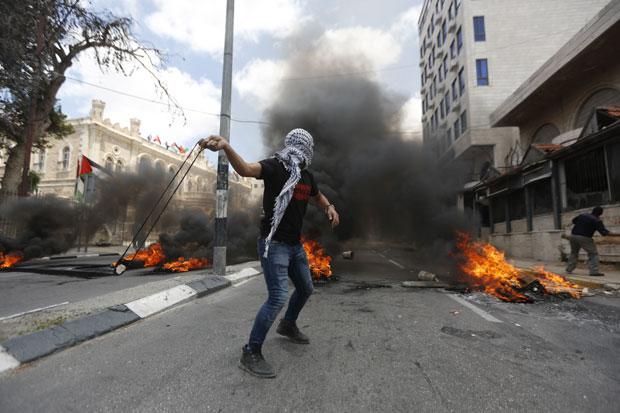 (ФОТО/ВИДЕО) ХАОС НА ОТВАРАЊУ АМЕРИЧКЕ АМБАСАДЕ У ИЗРАЕЛУ! Убијено 50 особа, рањено 2500! 10