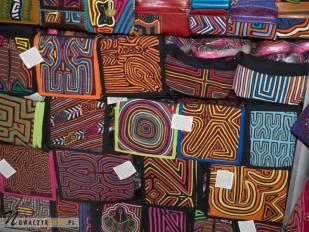 Kolorowe portfele podczas wycieczki na Targ w Bogocie, Kolumbia