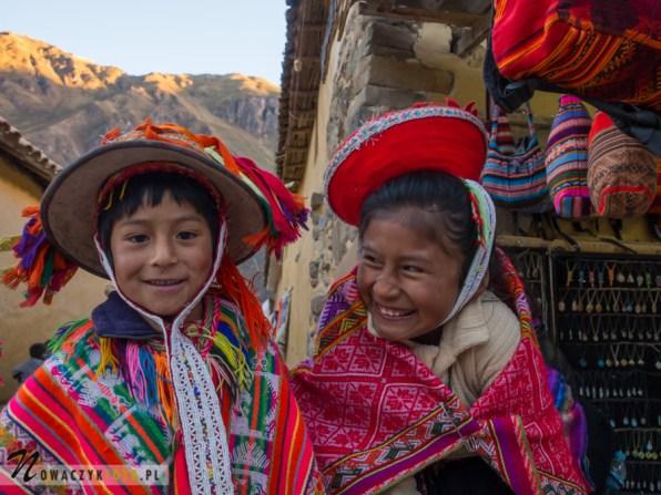 Peruwiańskie dzieci w tradycyjnych strojach