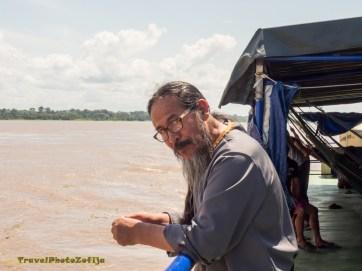 Zdjęcie portretowe pastora z długą brodą