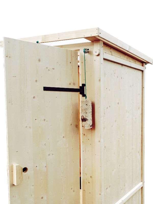 Komposttoilette 'Wiese' aus Fichte · Schließmechanismus der Tür durch Gegengewicht