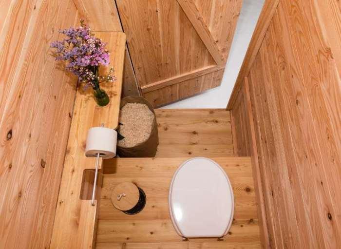 nowato Toilette Modell Wiese, Innenansicht