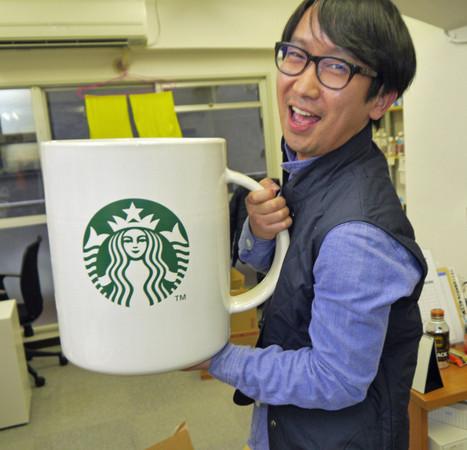 150346341161969 - 花8萬買下「巨無霸星巴克杯」,他滿懷期待捧著它去買咖啡,沒想到「店員竟然直接跟他說...」