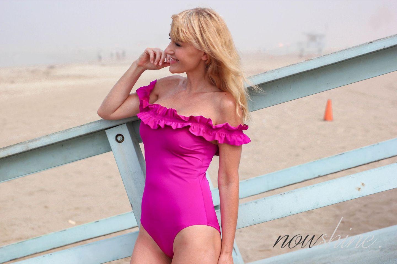 Nowshine am Strand von Venice - Selbstbräuner für die Beine von Veralice - The Water von Tan Luxe