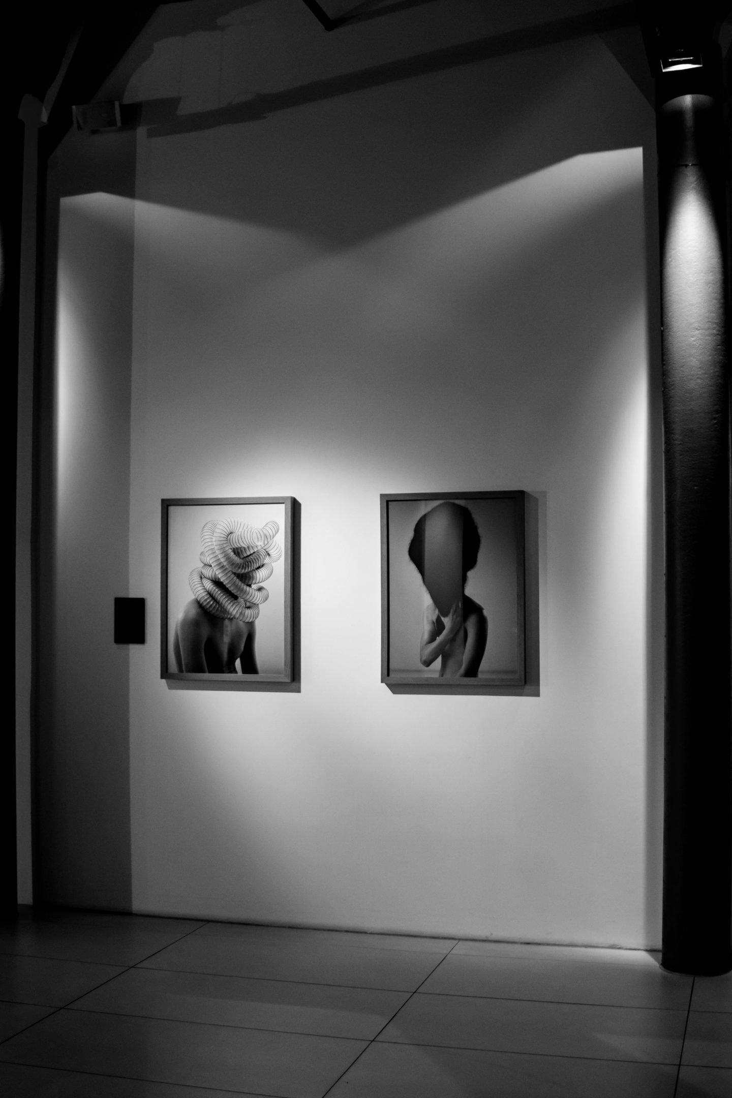 Nowshine ü40 Blog im Andels Hotel Lodz-Lobby-Ausstellung