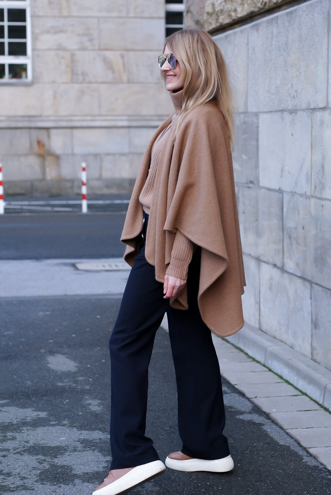 Howahrde-Fashion-Seductive-Hose-Lisa-Yang-Kaschmir-Pullover-Santoni-Sneaker