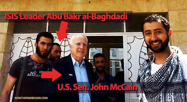Foto del senatore McCain con i vertici del Isis.
