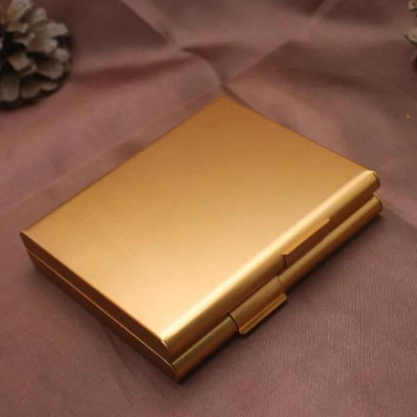 נרתיק לסיגריות עם חריטה זהב