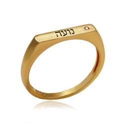 טבעת זהב עם חריטה ושיבוץ זירקון
