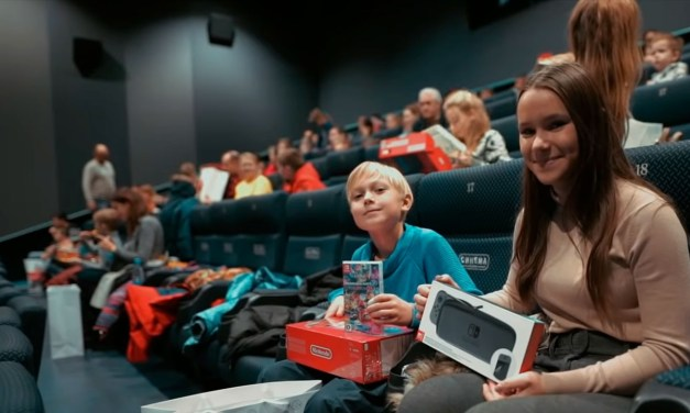 Nintendo fa colpo regalando Nintendo Switch in un cinema di Mosca