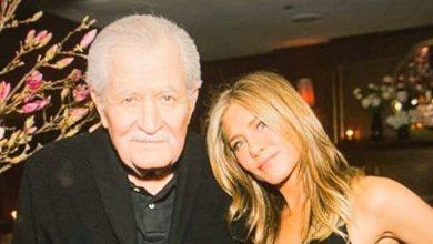 Photo of H Τζένιφερ Άνιστον ποζάρει με τον Έλληνα μπαμπά της