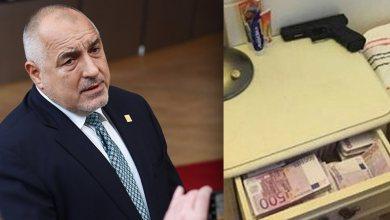 Photo of «Χαμός» στη Βουλγαρία με την φωτογραφία του πρωθυπουργού να κοιμάται με ένα πιστόλι, χαρτονομίσματα των €500 και ράβδους χρυσού