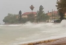 Photo of Ναύπακτος: Άγρια κύματα στην Παλαιοπαναγιά -Επικίνδυνη η κυκλοφορία (Βίντεο)