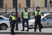 Photo of Αγία Πετρούπολη: Άντρας με τσεκούρι κρατά ομήρους έξι παιδιά