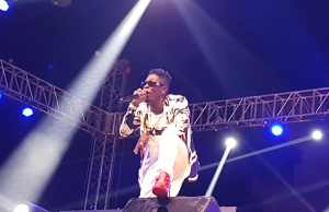 shatta wale performs in Nima