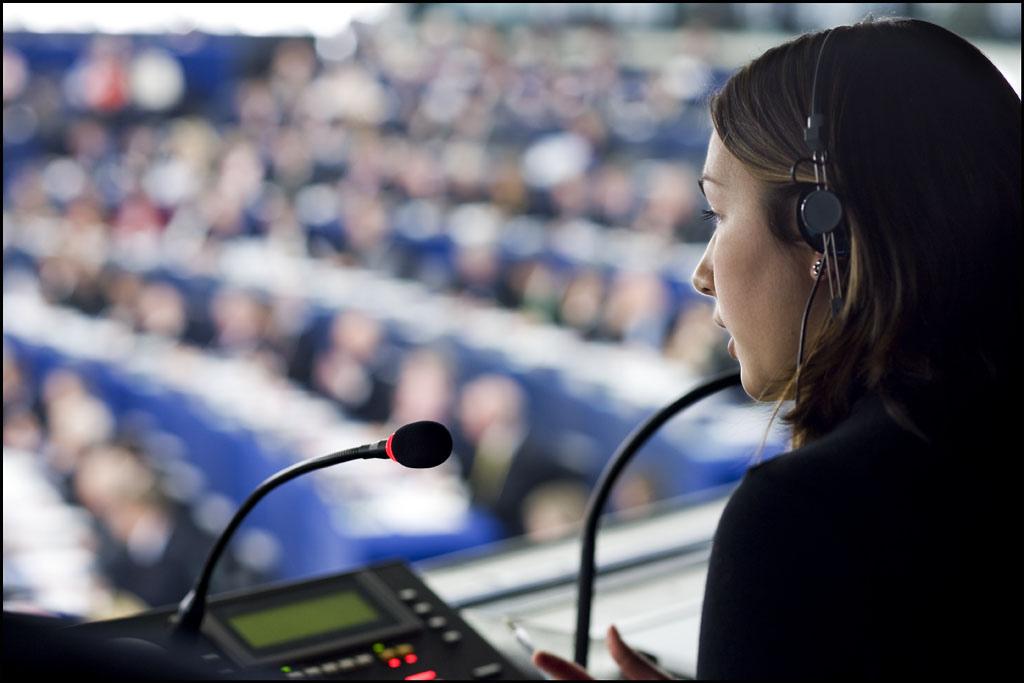 Ustne tłumaczenia symultaniczne stały się znakiem nowoczesnych usług tłumaczeniowych