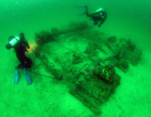 Divers on wreck of P.S. Herald