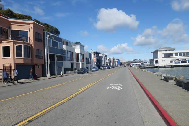 一部のエリアは自転車専用道路も整備されています