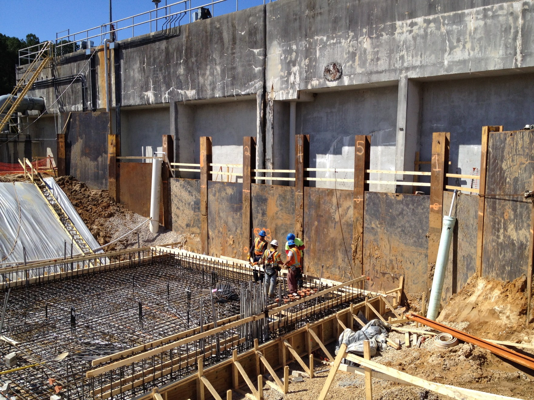 Beam And Plate System Used During Foundation Pour