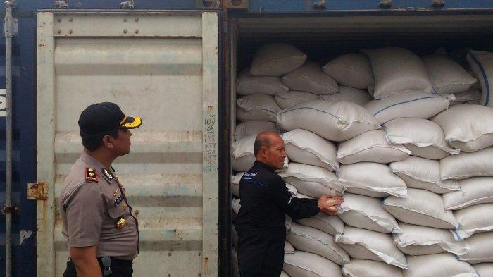 Polres Kupang Kota Tahan 80 Ton Beras Tak Bermerk