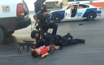 Policía protege a niño en balacera de Reynosa