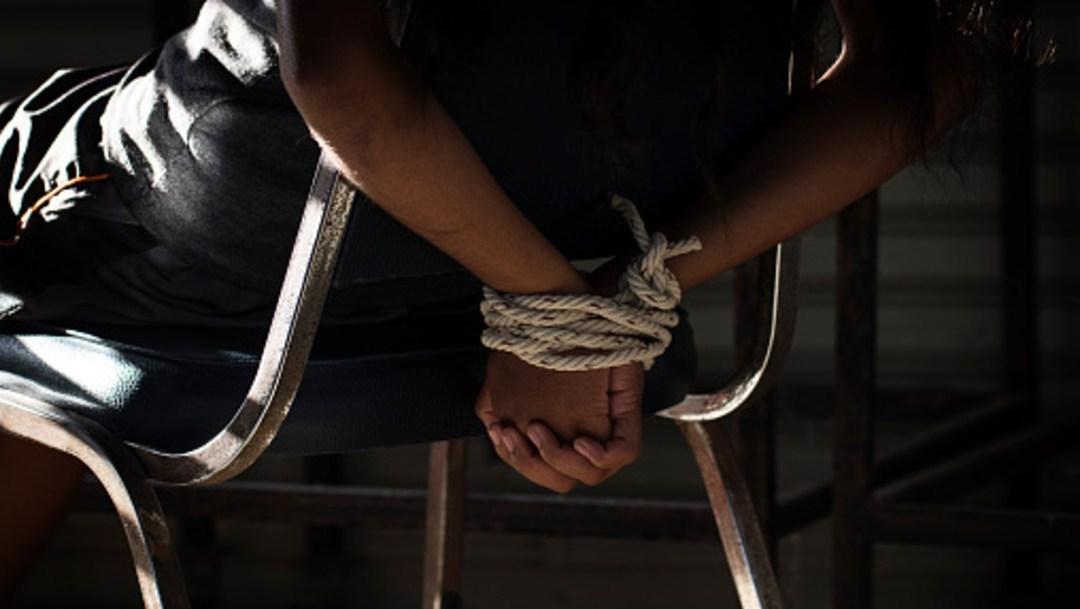 Agarrada de la mano de una psicóloga, una señora reconstruye el tormentoso secuestro
