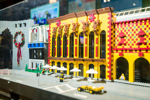Dallas Cityscape returns to Galleria Dallas with new exhibits for     Additionally this holiday season in partnership with the DFWLUG  Dallas Fort  Worth Lego User Group  the exhibit has added over 25 new models including a