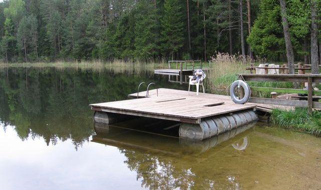 Melnezerā peldētājiem jābūt piesardzīgiem