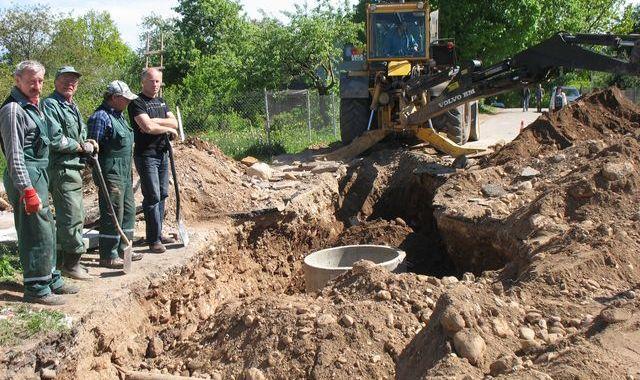 Baložu ielā ierīko kanalizāciju