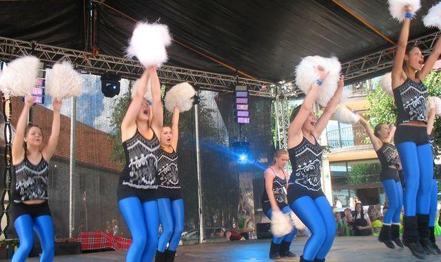 Sadraudzības pilsētu dejotāji – uz vienas skatuves