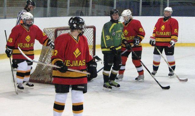 Hokejistēm – pirmā spēle