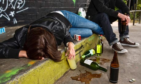 Konceptuāli atbalsta izmaiņas sodos alkohola patēriņa ierobežošanai jauniešu vidū
