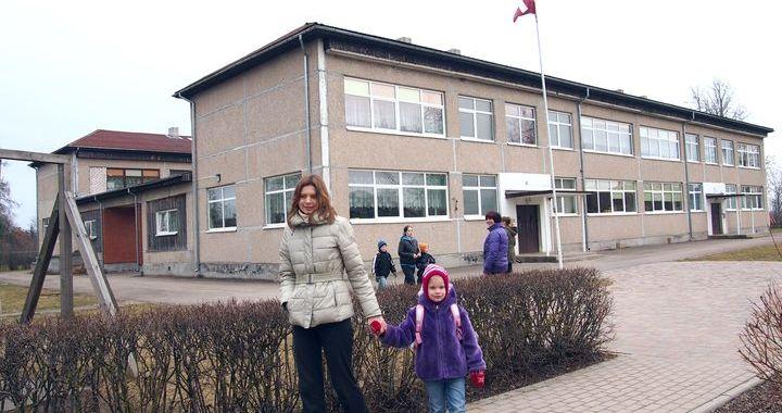 Kandavā siltinās bērnudārzu un kultūras namu