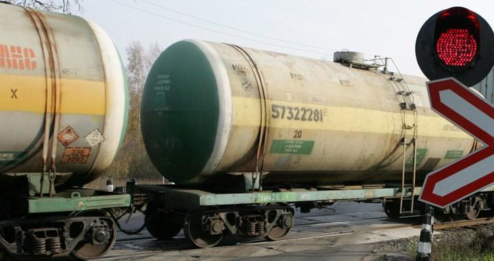 Kandavas stacijā – bīstama degvielas noplūde