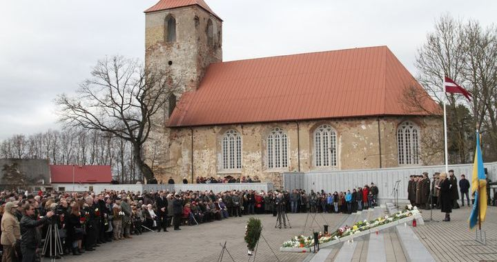 Lestenē piemin II Pasaules karā kritušos leģionārus /FOTO/