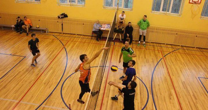 Tumē aizvadīts Vecgada volejbola turnīrs