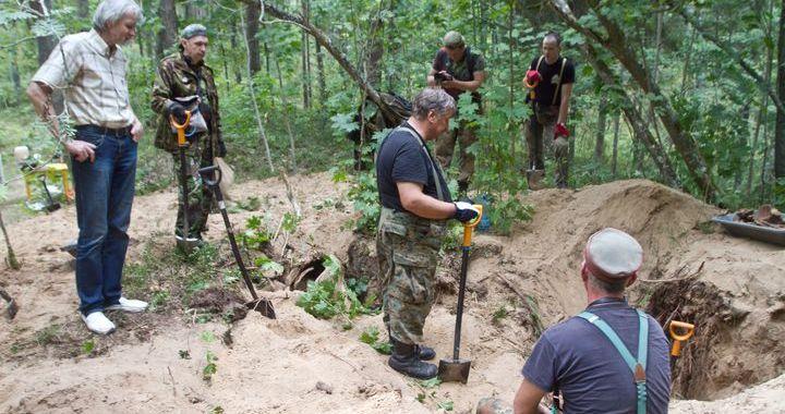 Karā kritušo karavīru pārapbedīšanas ekspedīcija Čaukciemā /FOTO/