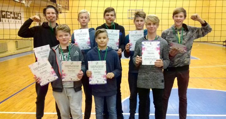 Bronzas godalga Kuldīgā «U-15» vecuma grupas Tukuma volejbolistiem