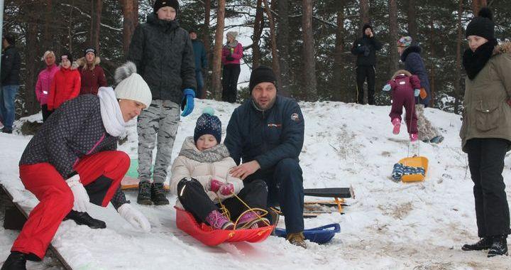 Engures novadā aizvadītas sniega dienas  /FOTO/