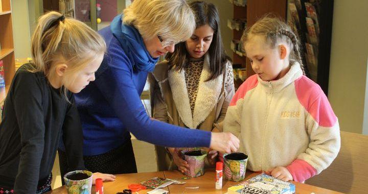 Bērni Tukumā piedalās radošajā nodarbībā «Modināsim dabu»
